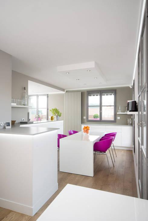 Réhabilitation intérieure et extérieure d'un appartement à la Croix-Rousse (Lyon) : Salle à manger de style  par réHome
