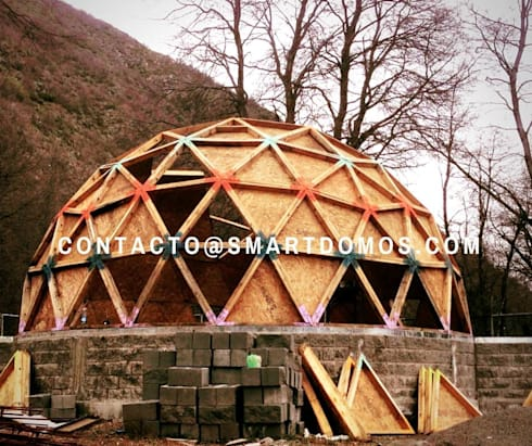 domo de 100 metros cuadrados las trancas chillan: Dormitorios de estilo rústico por smart domos