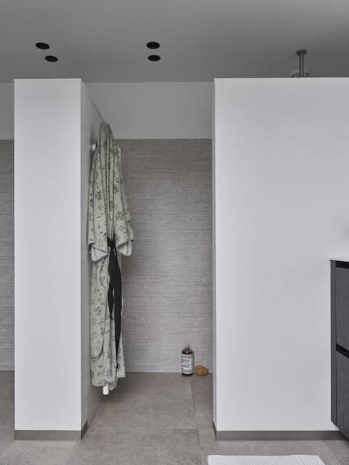 Monument aan de waterkant - vergunningsvrije uitbreiding:  Badkamer door ENZO architectuur & interieur