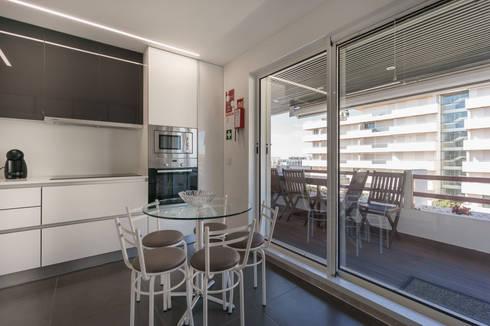 Villa Marina: Cozinha  por Zenaida Lima Fotografia