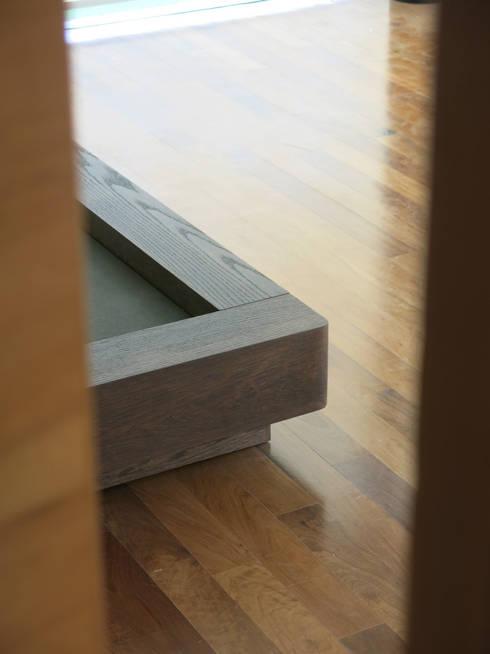 Dormitorio principal: Dormitorios de estilo  por KRAUSE CHAVARRI