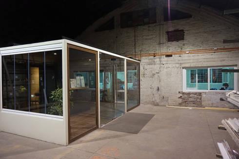 Showroom Cristales: Espacios comerciales de estilo  por KRAUSE CHAVARRI