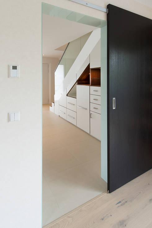 stauraum unter treppe von innenarchitektin katrin reinhold homify. Black Bedroom Furniture Sets. Home Design Ideas