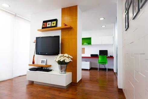 Departamento Piri: Salas multimedia de estilo moderno por Oneto/Sousa Arquitectura Interior