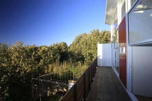 Balcón: Terrazas de estilo  por Echauri Morales Arquitectos
