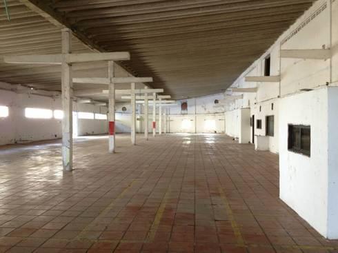 Interior antes:  de estilo  por Arquitectura e Ingenieria GM S.A.S