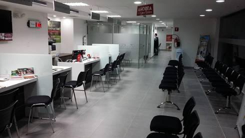 Adecuacion de local para oficina Bancaria.:  de estilo  por Arquitectura e Ingenieria GM S.A.S