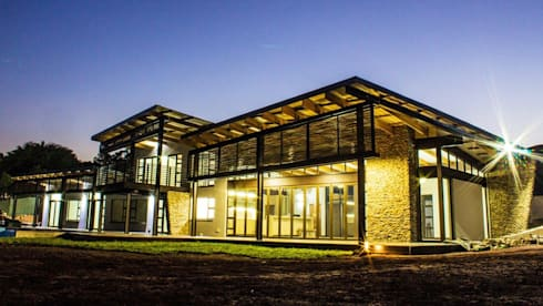 House at Ballito: country Houses by TJ Architects