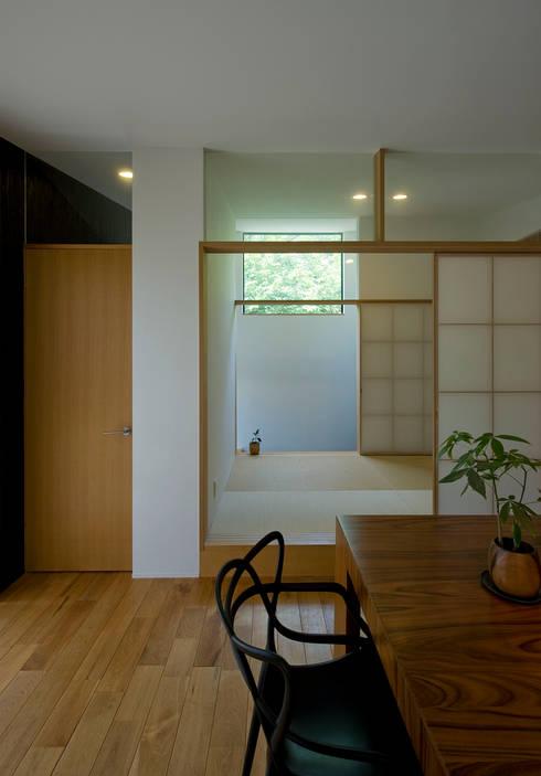 和室: LIC・山本建築設計事務所が手掛けたダイニングです。