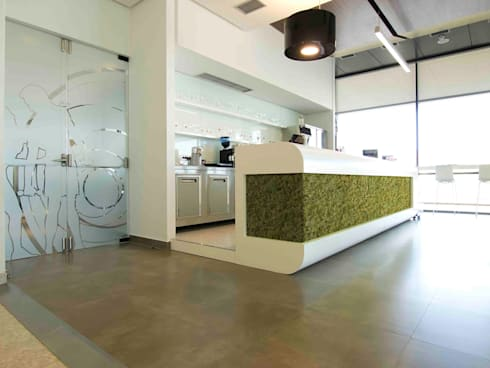 Natural Moss Old Green: Paredes de estilo  por PANESPOL, Surface Lovers