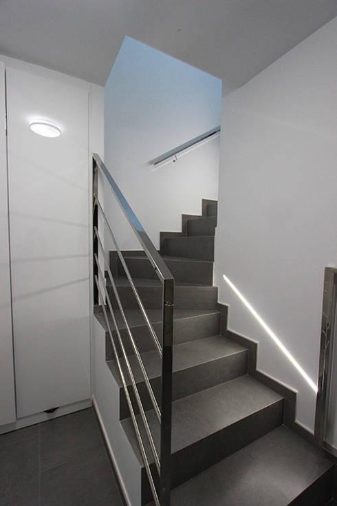Ingresso & Corridoio in stile  di Novodeco