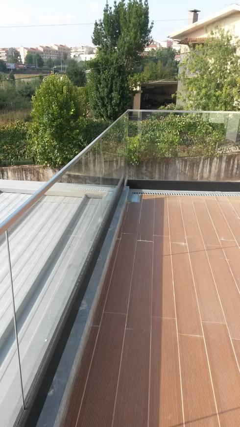Guardas de protecção inox/vidro: Terraços  por Jolucor