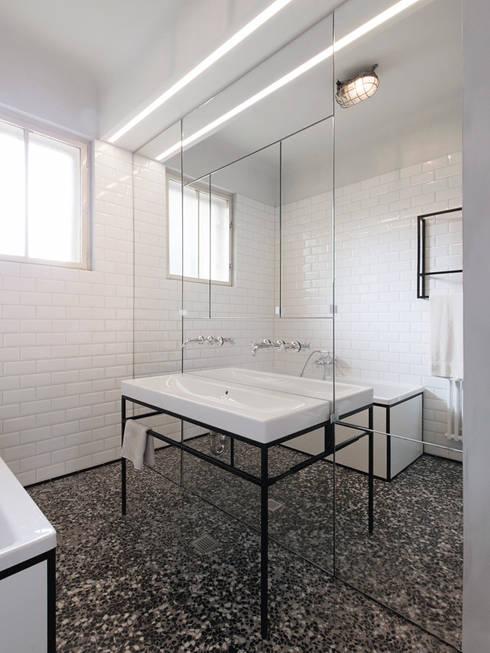 Wohnung S - Bad:  Badezimmer von IFUB*