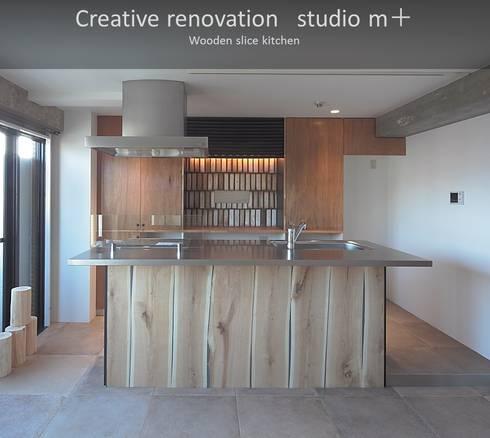 アイランドキッチン: studio m+ by masato fujiiが手掛けたキッチンです。