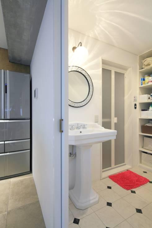 浴室: studio m+ by masato fujiiが手掛けた浴室です。
