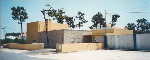 Alçado principal: Casas modernas por GAAPE - ARQUITECTURA, PLANEAMENTO E ENGENHARIA, LDA