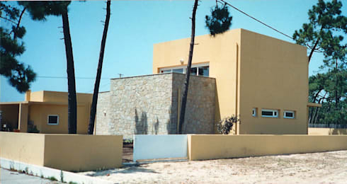 Alçado lateral: Casas modernas por GAAPE - ARQUITECTURA, PLANEAMENTO E ENGENHARIA, LDA