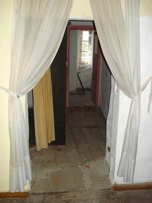 Recuperação e reabilitação de uma casa no centro histórico para residência paroquial:   por ADVD atelier arquitectura e design