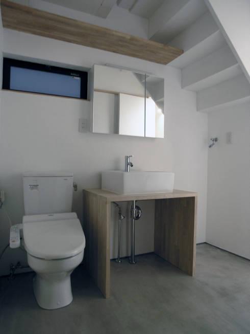 三鷹の家: 荘司建築設計室が手掛けた浴室です。