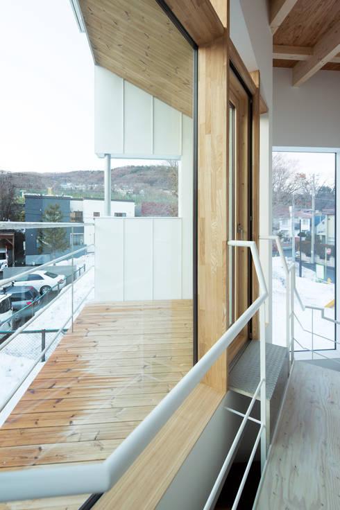 バルコニー: 一級建築士事務所 Atelier Casaが手掛けたテラス・ベランダです。