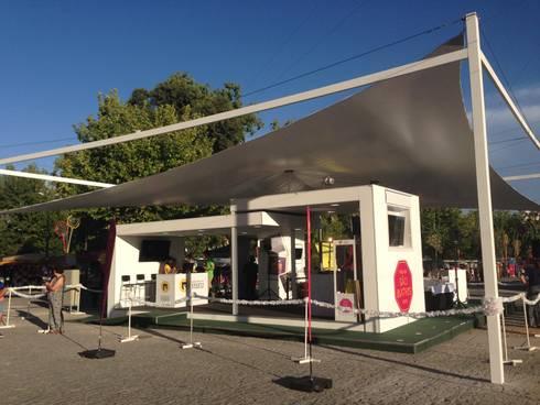 Stand de vendas de Merchandising: Escritórios e Espaços de trabalho  por Espaço de Arquiteto