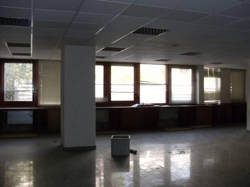 Escritório de advogados : Escritórios  por IsabelazevedoArquitectura&Interiores
