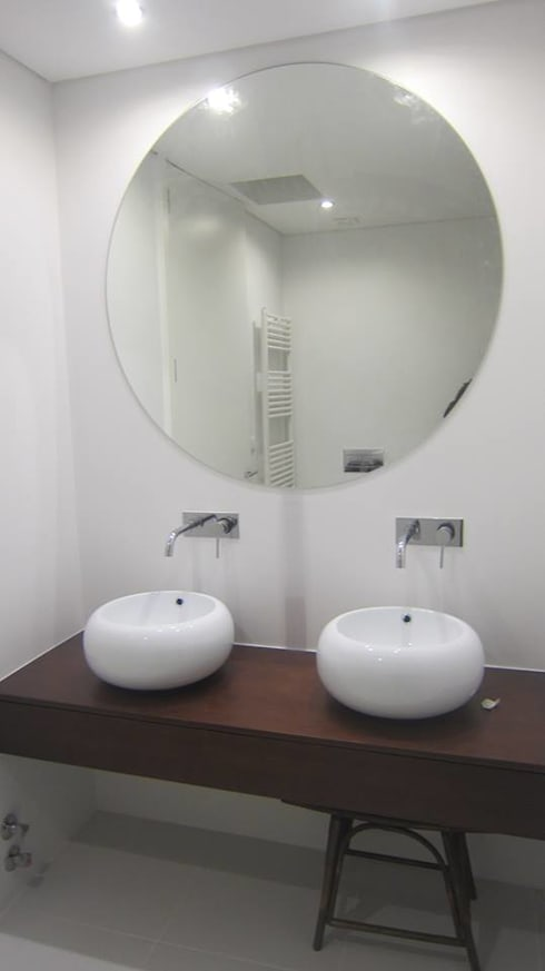 LUGAR DAS LETRAS: Casas de banho modernas por MHPROJECT