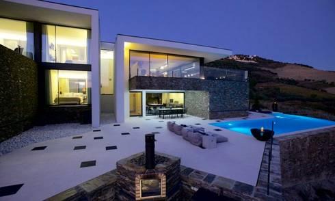 QUINTA RAINHA SANTA MAFALDA: Casas modernas por MHPROJECT