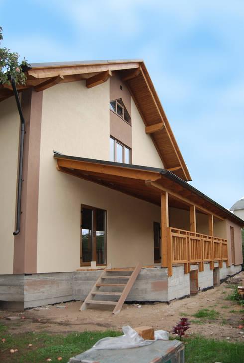 Коттедж на 9й просеке: Дома в . Автор – Студия архитектуры и дизайна Вояджи Дарьи