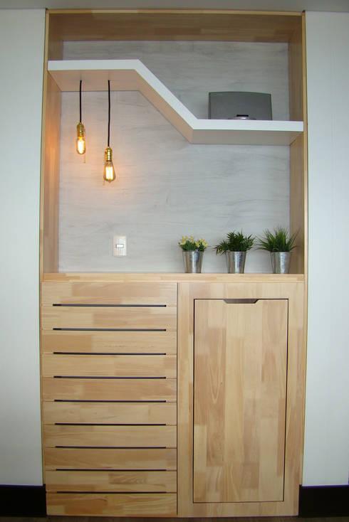Vista frontal de mueble bar: Salones de estilo  por ALSE Taller de Arquitectura y Diseño