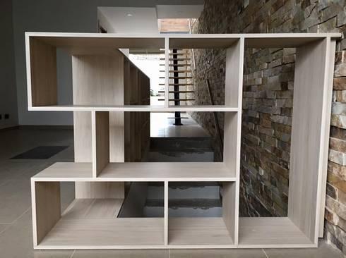 Mueble de separación de las escaleras de acceso: Salas de estilo moderno por ALSE Taller de Arquitectura y Diseño