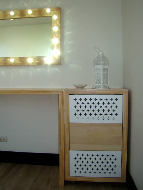 Conjunto de mesón, espejo y cajonero: Spa de estilo moderno por ALSE Taller de Arquitectura y Diseño
