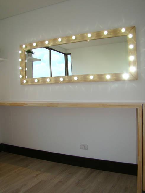 Espejo con iluminación para maquillaje : Spa de estilo moderno por ALSE Taller de Arquitectura y Diseño
