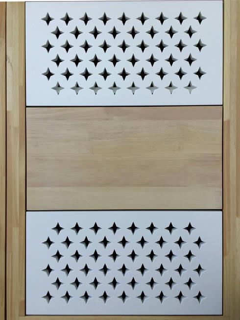 Calados geométricos en las tapas de los cajones: Spa de estilo moderno por ALSE Taller de Arquitectura y Diseño