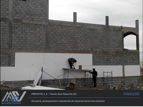 J. A. - Punta Azul:  de estilo  por MA5-Arquitectura