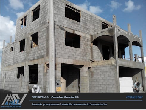 J. A. – Punta Azul:  de estilo  por MA5-Arquitectura