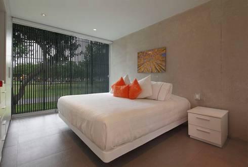 Casa Blanca: Habitaciones de estilo moderno por Martin Dulanto