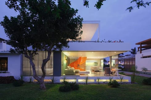Casa Blanca: Casas de estilo moderno por Martin Dulanto