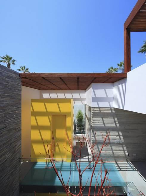 Casa P12: Terrazas de estilo  por Martin Dulanto