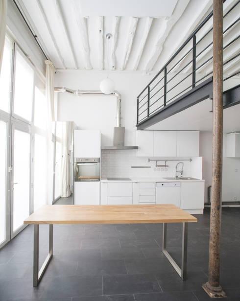 Esapce entrée et cuisine: Cuisine de style de style Industriel par Olivier Olindo Architecte