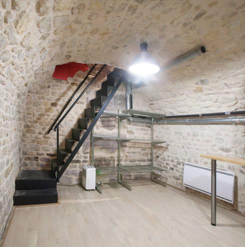 souplexe - escalier: Salle multimédia de style  par Olivier Olindo Architecte
