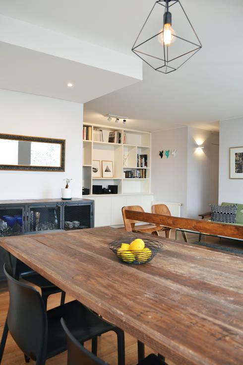 DEPTO. 34 : Livings de estilo moderno por ESTUDIO BASE ARQUITECTOS