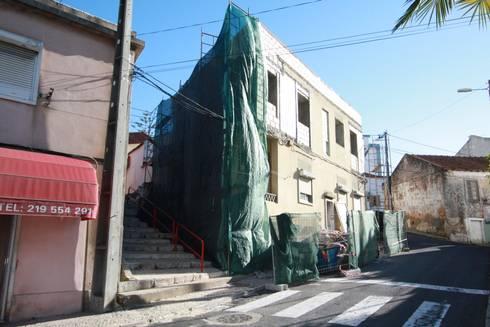 04_ Trabalhos de Demoliação:   por MGD-ARQUITECTOS, Lda.