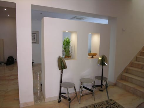Lobby: modern Living room by Ansari Architects