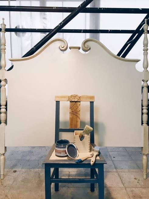 Cabeceira e mesa de Apoio: Casa  por Rafaela Fraga Brás Design de Interiores & Homestyling