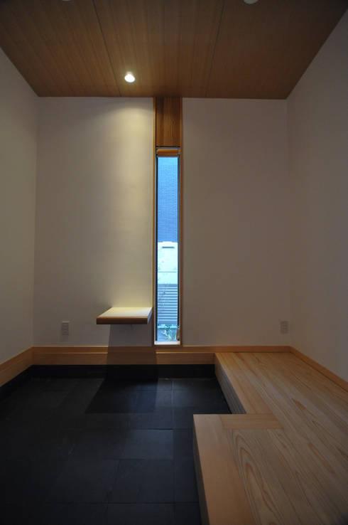 バスケットボールのできる家: (株)独楽蔵 KOMAGURAが手掛けた廊下 & 玄関です。