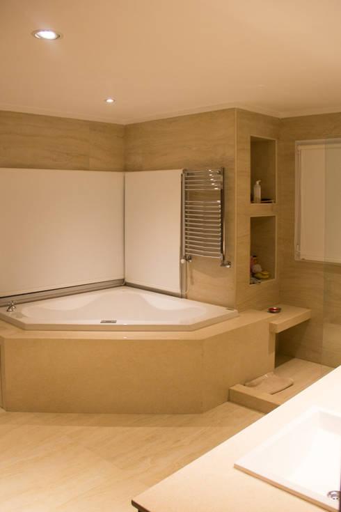 Casa DDC: Baños de estilo  por Zaccanti & Monti arquitectos