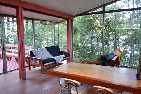 Casa Lago Ranco: Livings de estilo moderno por Vibra Arquitectura