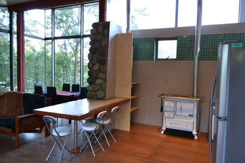 Casa Lago Ranco: Comedores de estilo moderno por Vibra Arquitectura
