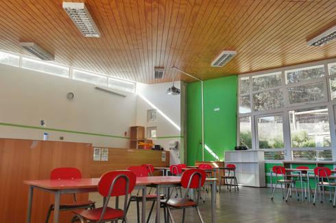 Parvulario Sagrada Familia: Escuelas de estilo  por Vibra Arquitectura